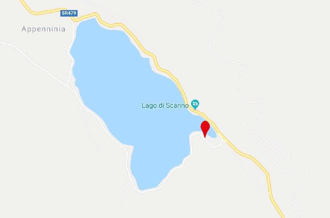 lago di scanno parking for the path