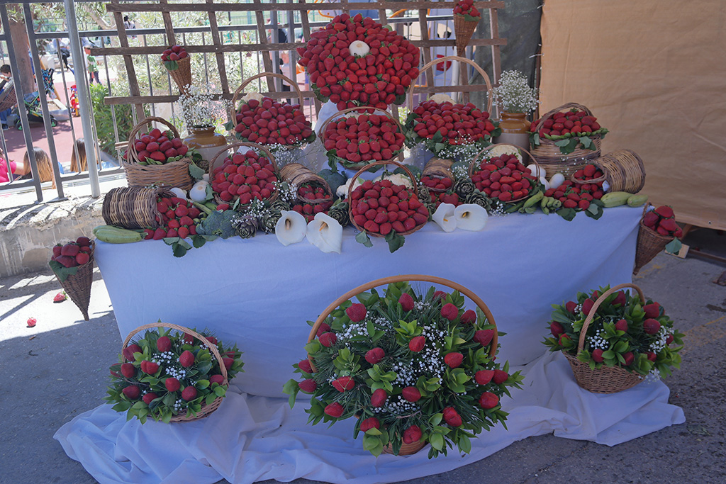 strawberries bouquets