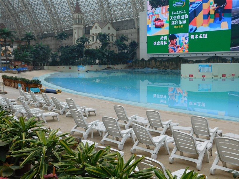 mall with a swimming pool Chendgu